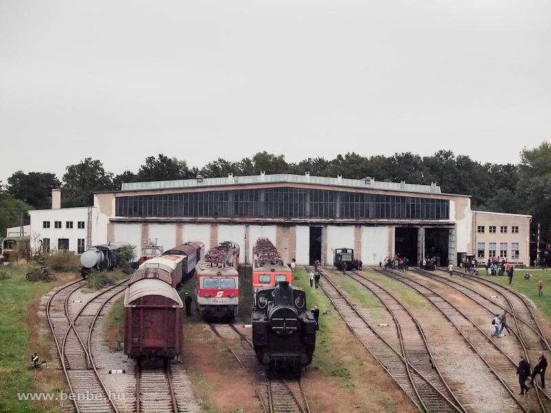 A strasshofi múzeumfűtőház látképe a gyalogoshídról fotó