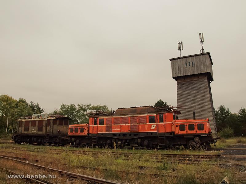 Az ÖBB 1020 038-4 és a 1145 009-5 Strasshofban fotó