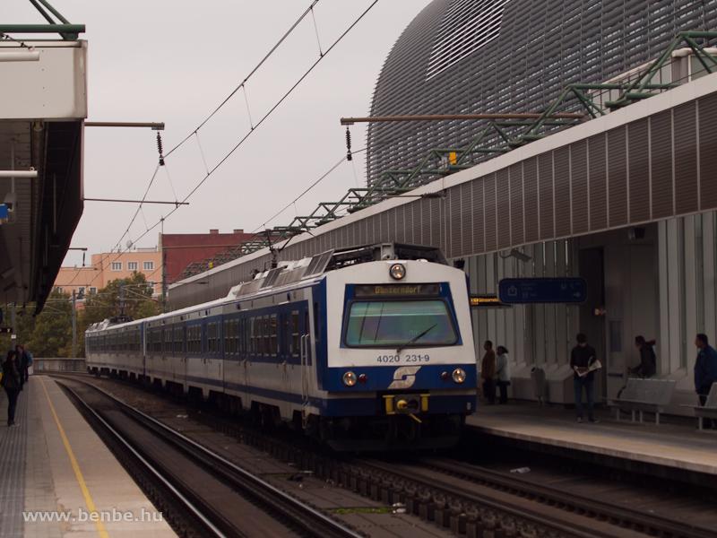 Az ÖBB 4020 231-9 Ganserndorfba tartó személyvonattal Handelskai megállóhelyen fotó