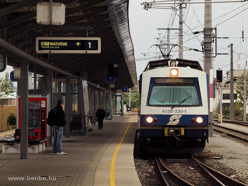 Az ÖBB 4020 230-1 a Wolfsthalba közlekedő S7 vonalon Schwechat állomáson fotó