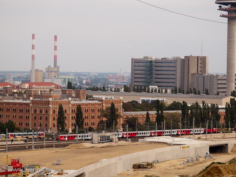 2070-es Hektor tol be egy lapos CityShuttle ingát a Südbahnhof (Ost)-ra, mögötte egy Jaffa-színű 5047-es, ami majd Marcheggbe megy fotó