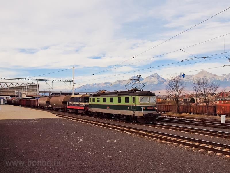 A ŽSCS 183 004-1 pályaszámú Šestikolak Poprád-Felka állomáson (Poprad-Tatry, Szlovákia) fotó