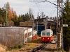 A Csorba-Csorbató Fogaskerekű Vasút (OŽ) 905 952-8 pályaszámú vezérlőkocsija kezd fölfelé kapaszkodni Csorba állomásról (Štrba, Szlovákia)
