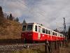 A ŽSSK 905 952-8 pályaszámú fogaskerekű vezérlőkocsija Csorba állomáson