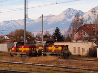 A ŽSCS 731 034-5 és a 731 051-9 várakozik feladatára a poprádi fűtőháznál