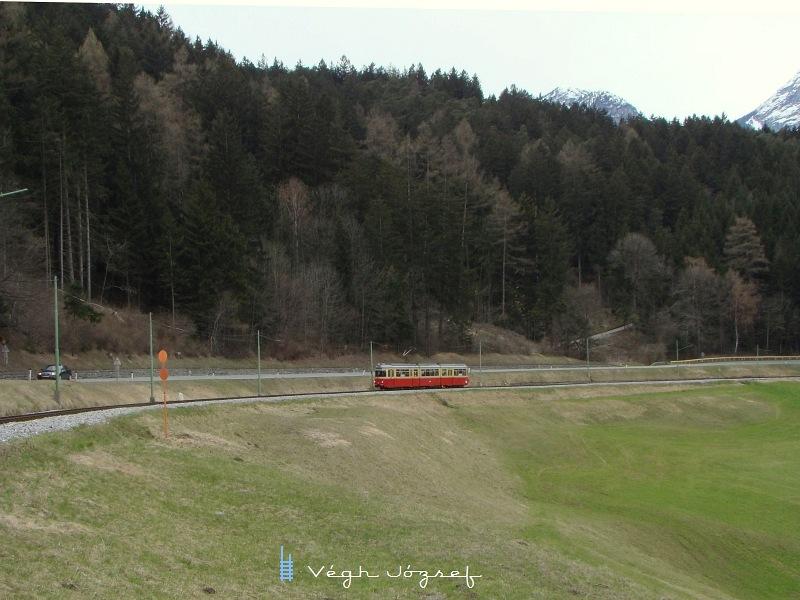 A nagyon jól eltalállt szintervü villamosok elég hosszan,  egészen 2009. közepéig szolgálltak a Stubaitalbahn vonalán   fotó