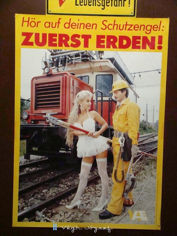 Régi plakátokat is találtunk itt a föld alatti világban,  ezen a vicces képen a lengén öltözött hölgy a földelés fontosságára hívja fel a figyelmet :) fotó