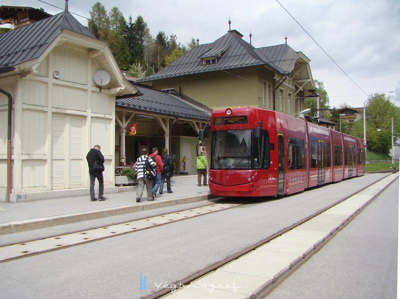 Ez pedig már az új villamos,  a Bomardier alacsonypadlós járműve 56 ülőhellyel és 103 állóhellyel.  fotó
