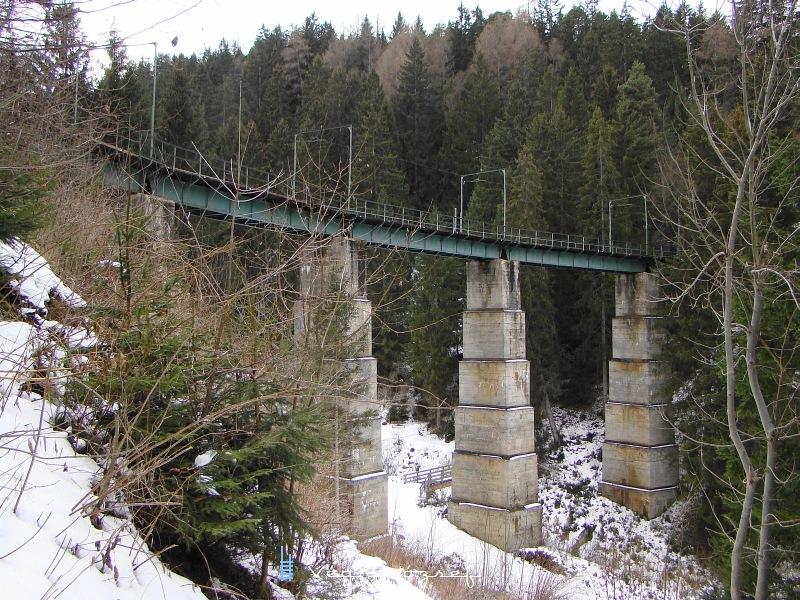 A Mühlgraben Viadukt a maga 109 méteres hosszával és három kilóméterrel arrébb lévő Kreither Viadukt( 110m) a legnagyobb völgyhidak a vonalon fotó