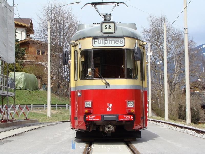 Tekintélyes,  kifogástalan állapotban lévő DÜWAG villamos  várja az Innsbruckba való ereszkedést   fotó