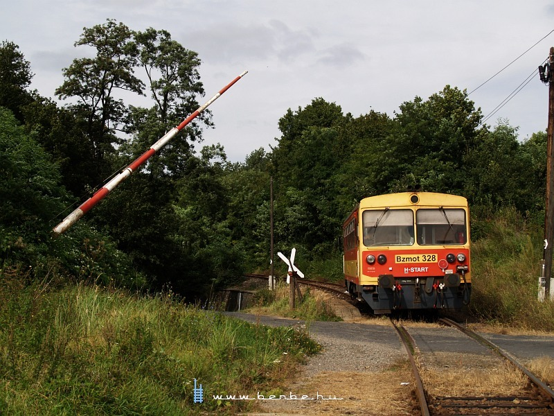 The Bzmot 328 at the train-crew operated road-rail level crossing photo