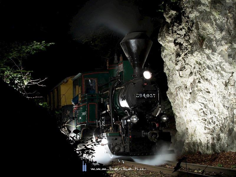 394,057 a Szalajkában, a nagy sziklabevágásnál fotó