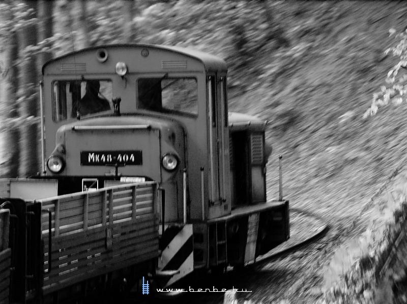 Mk48-404-gyel úton a Halastó elõtt fotó