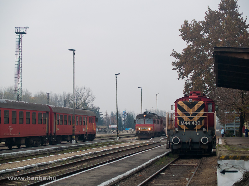 MDmot 3025 és M44 430 Vásárosnamény állomáson fotó