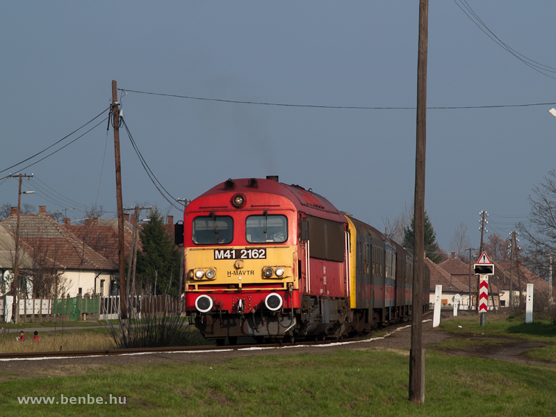 The MÁV-TR M41 2162 with the  Black Train  at Kocsord photo