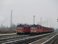 The MDmot 3003 and MDmot 3025 at Vásárosnamény station