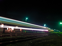 Trains passing by: Bzmot 363 at Nagykálló at night
