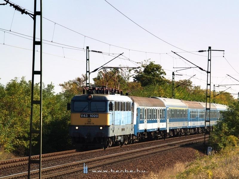 V43 1020 Vámosgyörk és Hort-Csány között a Sajó InterCity vonattal fotó