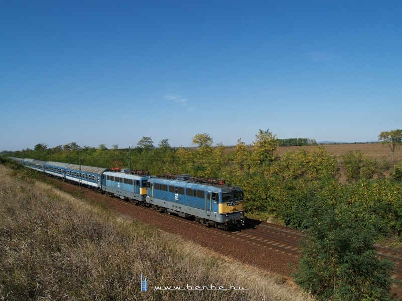 The V43s 1043 and 1030 between Hort-Csány and Vámosgyörk photo