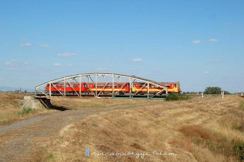 Bzmot 276 a jászdózsai Tarna-hídon fotó