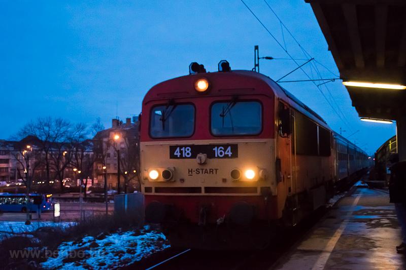 A MÁV-START 418 164 Zugló megállóhelyen fotó
