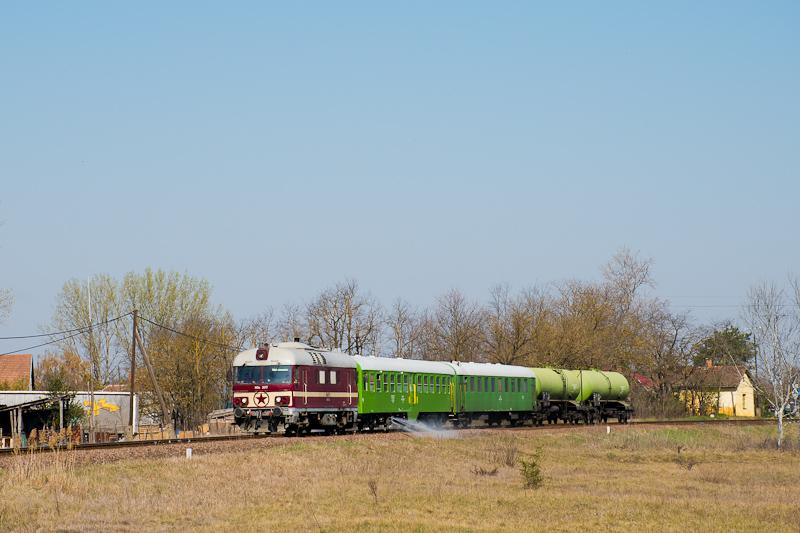 A MÁV Nosztalgia kft. MDa 3017 Felsőlajos és Lajosmizse között a MÁV Kert gyomírtó-vonatával fotó
