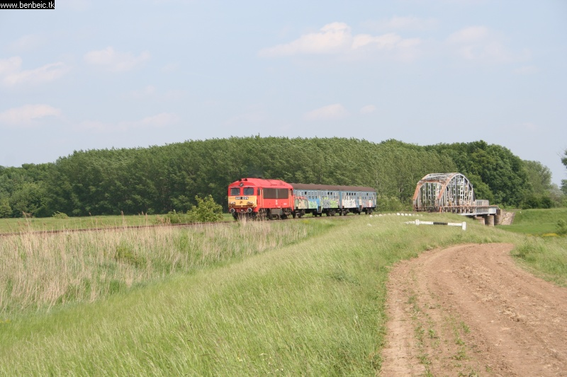 The M41 2174 near the bridge of the Berettyó photo