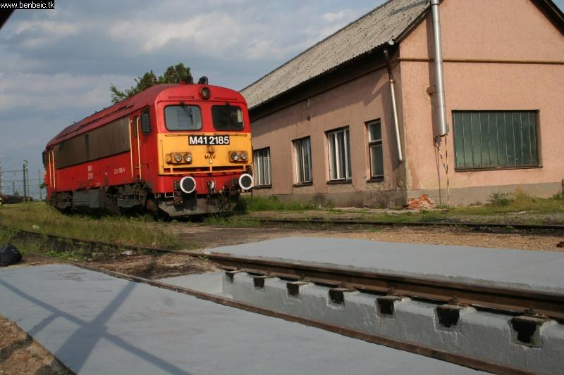 M41 2185 Püspökladány állomáson fotó