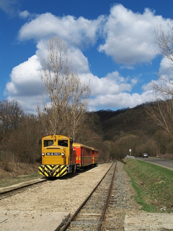 Mk48 2031 Hártókút (régen Krónikás) állomáson fotó