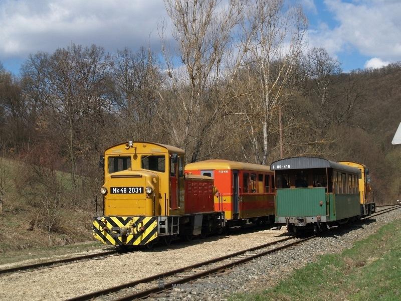 Mk48 2031 és 2014 Hártókút (régen Krónikás) állomáson fotó