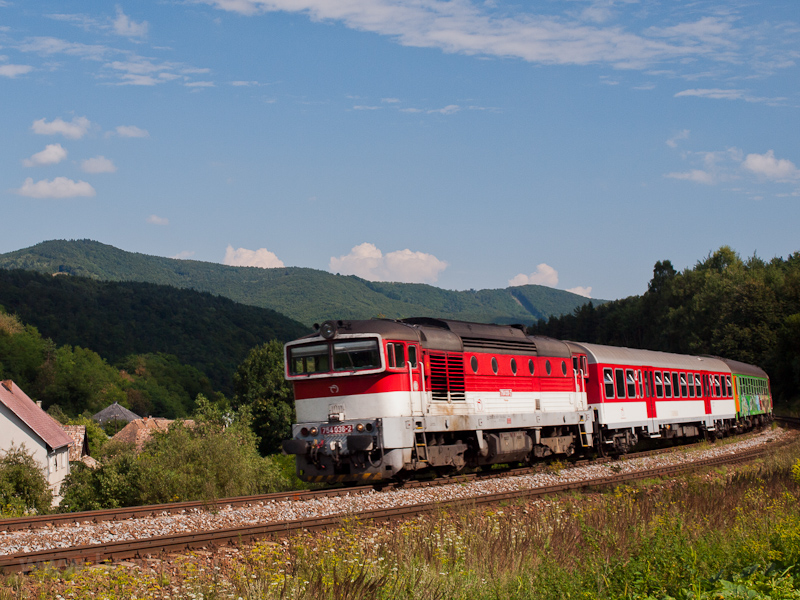 The ŽSSK 754  036-2 seen between Píla and Divényoroszi photo