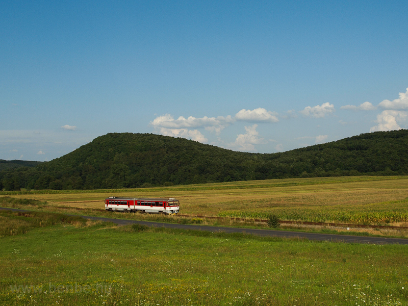 The ŽSSK 813  002-3 seen between Kalnovo and Breznička photo