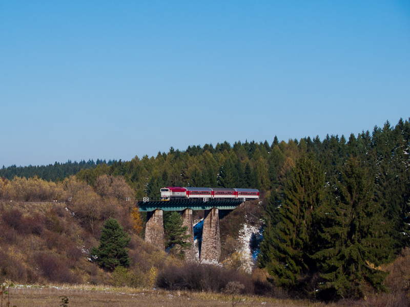 The ŽSSK 754 003-2 seen between Čremošné and Felsőstubnya község photo