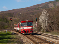 The ŽSSK 812 021-8 seen between Podkriváň and Píla
