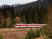 The ŽSSK 757 012-0 seen between Čremošné and Horná Štubňa obec