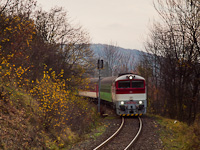 The ŽSSK 754 062-6 seen between Jastrabá and Kremnica