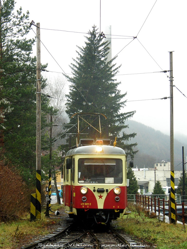 411 901-2 érkezik Trencsénteplicz (Trencianske Teplice) állomásra fotó
