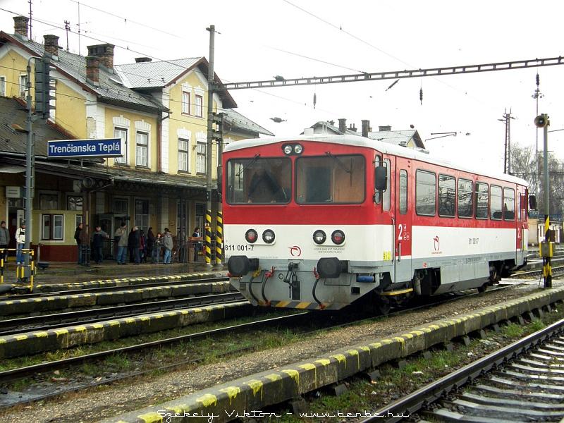 811 001-7 Hõlak (Trencianska Teplá) állomáson fotó
