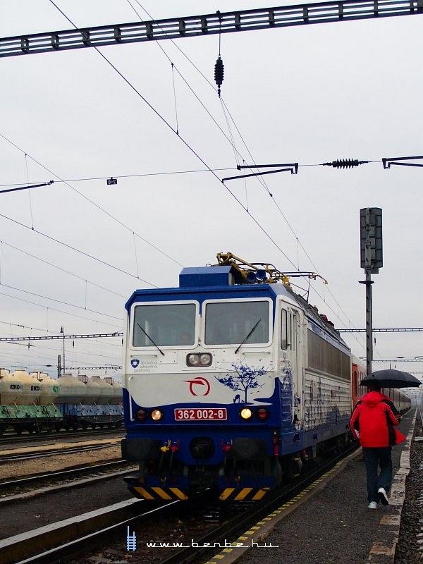 362 002-8 Hõlak (Trencianska Teplá) állomáson fotó