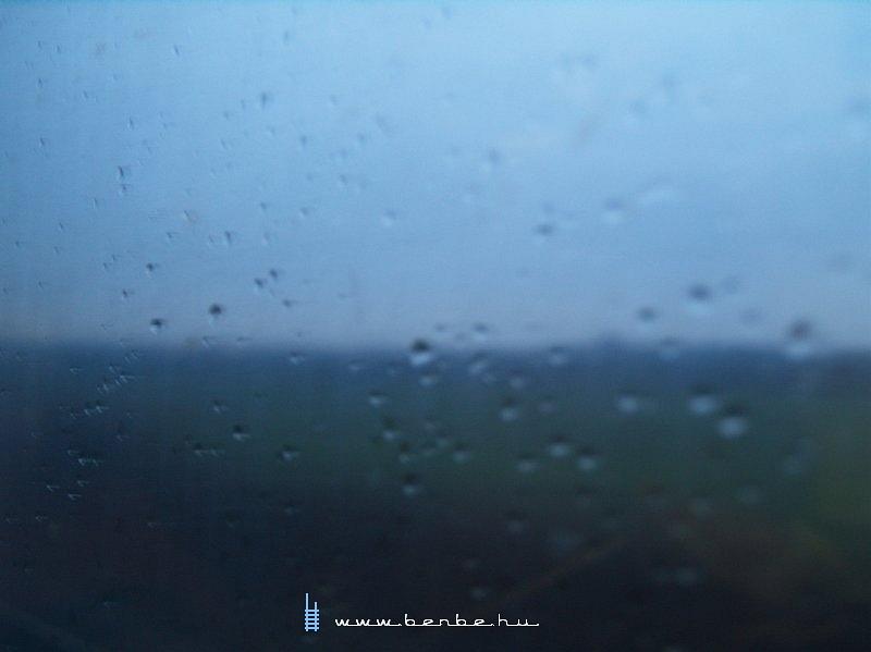 Kilátás a gyorsvonatból valahol Tótmegyer környékén fotó