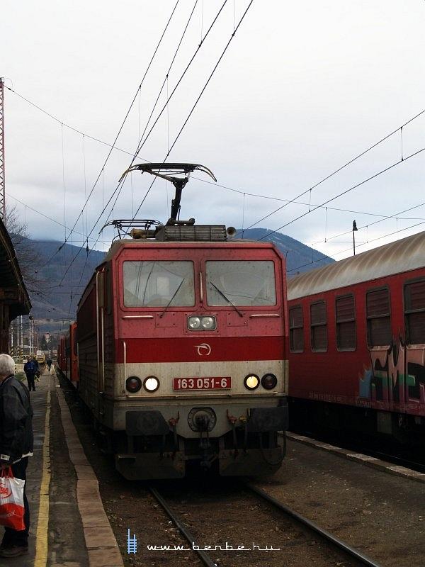 163 051-6 a Zsolna-Poprád személyvonattal Ruttkán fotó