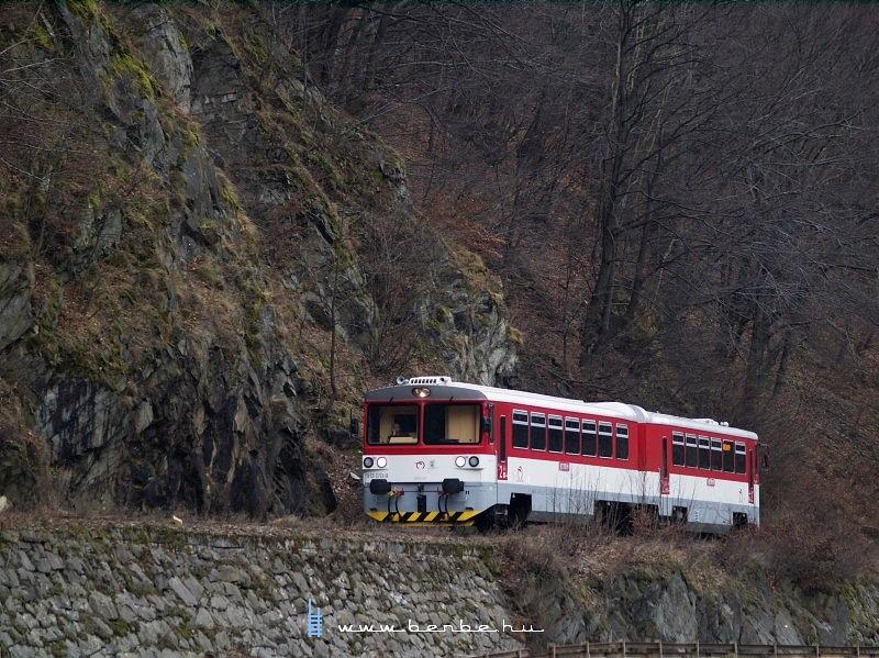 813 013-0/913 013-9 Vágkirályháza (Kralovany) elõtt az Árva kanyonjában fotó