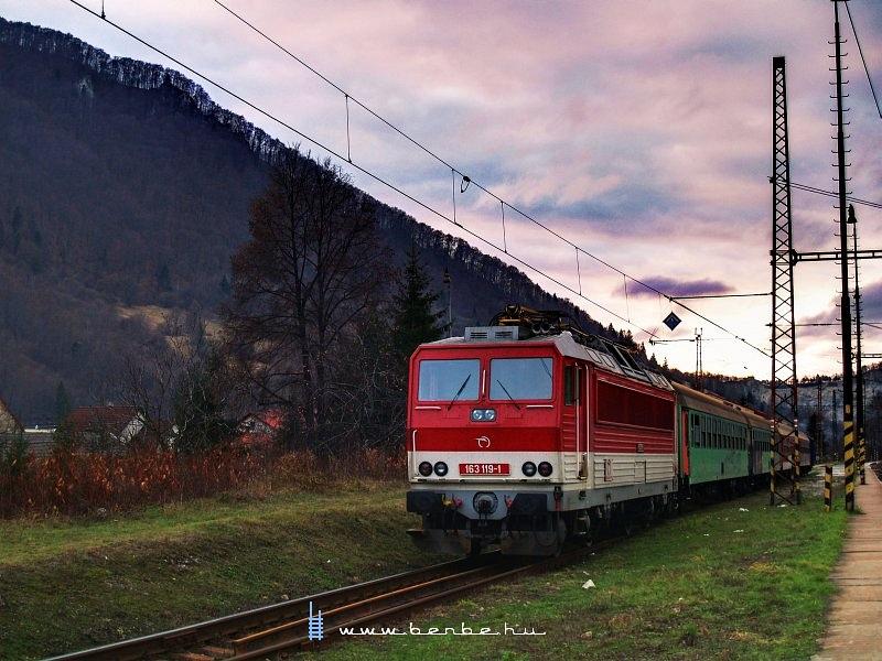 163 119-1 Vágkirályháza (Kralovany) állomáson fotó