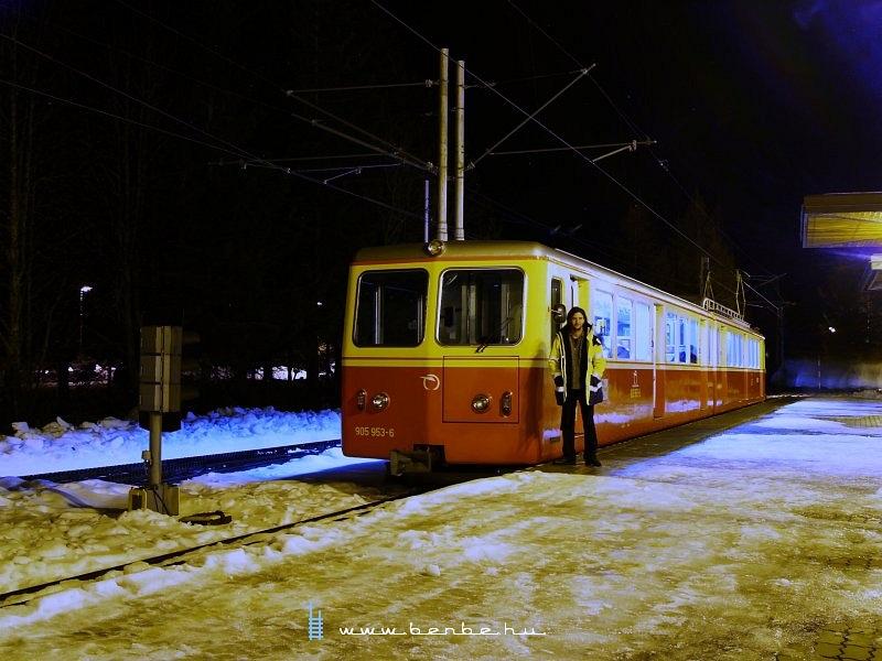 905 953-6 pályaszámú fogas motorvonat Szentiványi Csorbató állomáson fotó