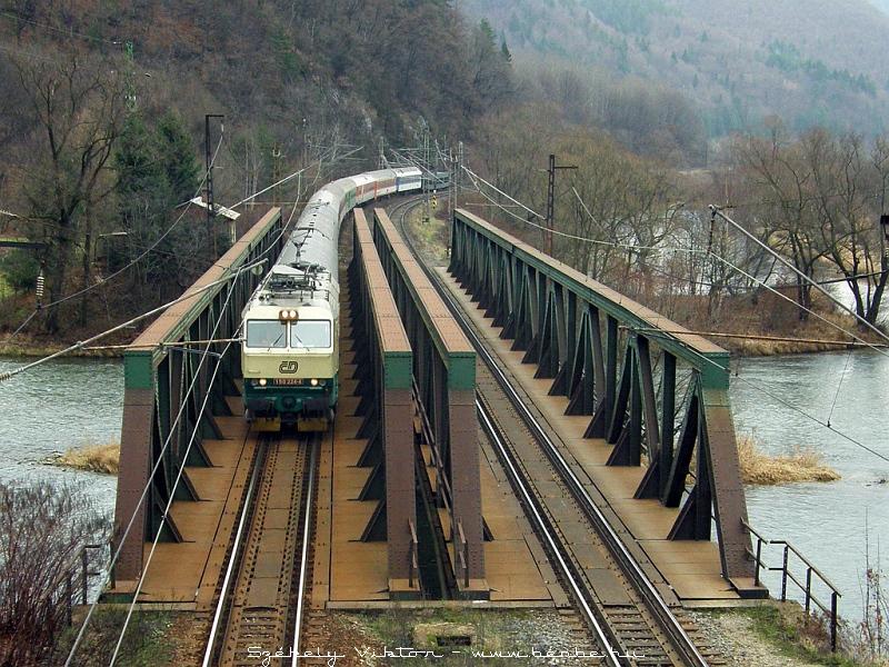 150 224-4 Kralovánban, az Árva hídján fotó