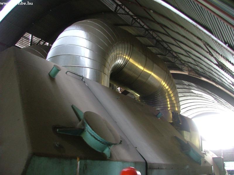 A kis és nagynyomású turbinák közötti gõzvezeték fotó