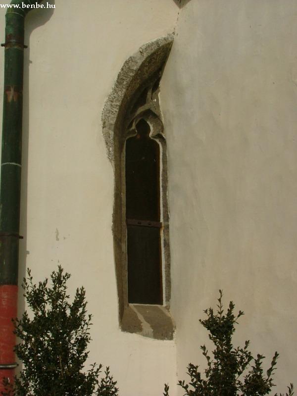 A gyöngyöspatai templom egy ablaka fotó