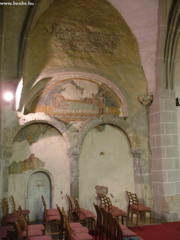Az északi fal két románkori maradványboltíve fotó