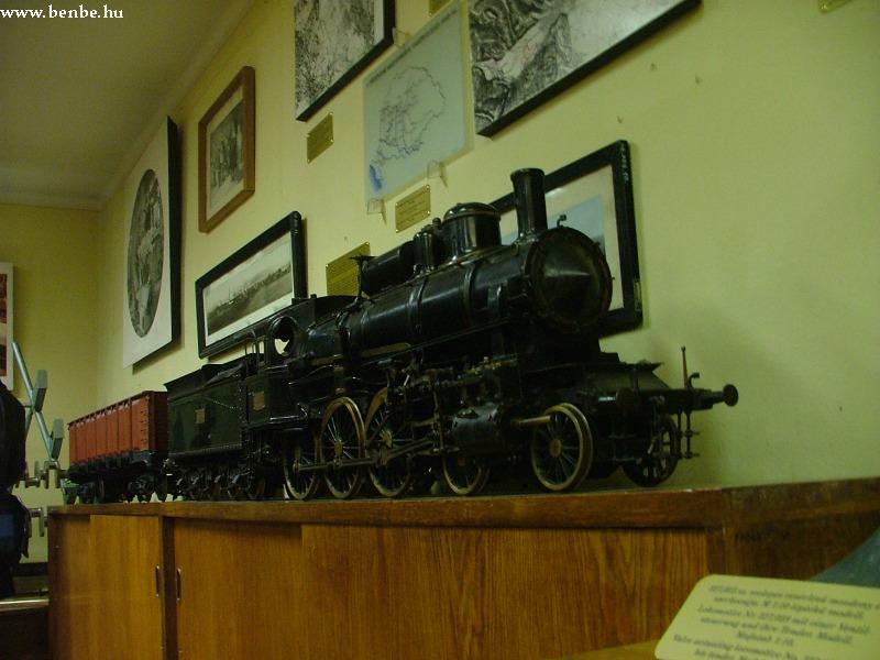 A MÁV 327 sorozatú mozdonyának tanmûhelyben készült modellje a lillafüredi Kohászati Múzeumban fotó