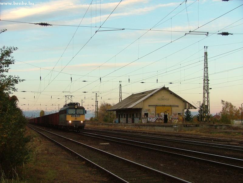 V43 1040 Mezõkövesd állomáson fotó
